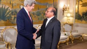 Le secrétaire d'Etat américain John Kerry (g) s'entretient avec le président tunisien Moncef Marzouki à Tunis le 18 février 2014 (Crédit : Pool/AFP Evan Vucci)