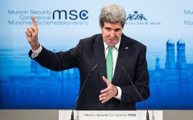 Le secrétaire d'Etat américain John Kerry, le 1er février 2014 à Munich, lors de la conférence sur la sécurité (Crédit : Pool/AFP/Brendan Smialowski)