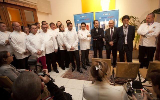 Les 19 chefs français réunis à l'ambassade de France en Israël (Crédit : Tomer Appelbaum/Institut français d'Israël)