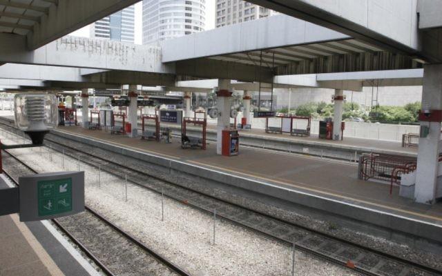 Quai d'une gare israélienne. Illustration. (Crédit : Roni Schutzer/Flash90)
