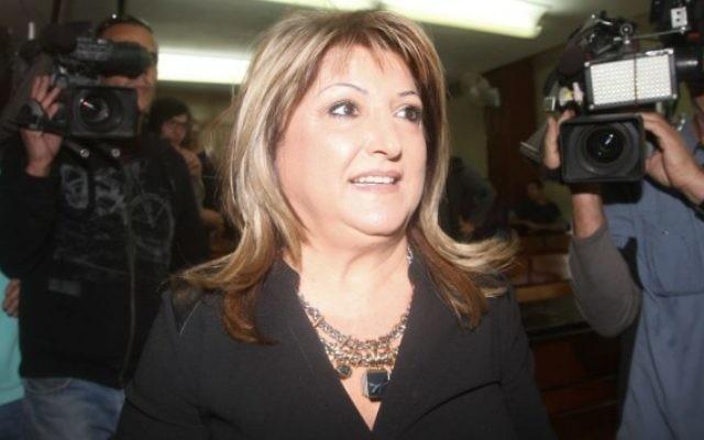 Shula Zaken, ancienne collaboratrice de l'ancien Premier ministre et ancien maire de Jérusalem Ehud Olmert (Crédit : Roni Schutzer/Flash90)