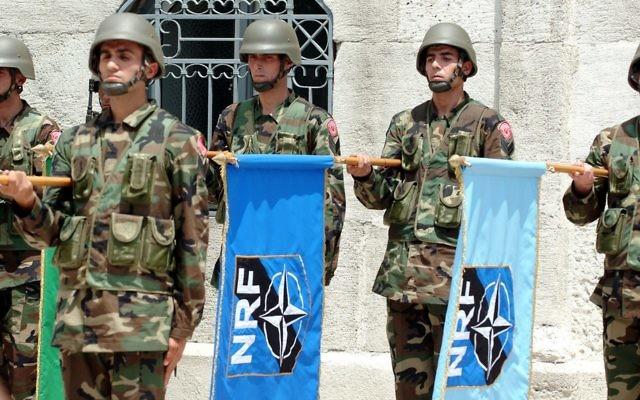 Soldats de l'OTAN (Crédit : CC-BY-SA MATEUS_27:24&25/Flickr)