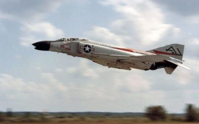 Un avion F-4 Phantom au décollage (Crédit : Armée américaine)