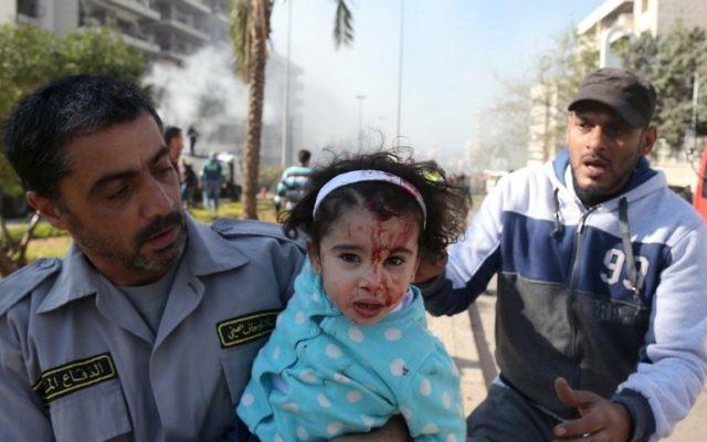 Une enfant blessée au Liban à la suite du double attentat (Crédit : AFP)