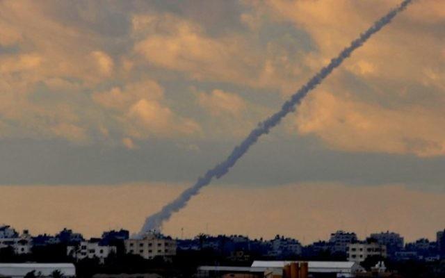 Une roquette Grad tirée depuis la bande de Gaza (Crédit / Jorge Novominsky/Flash90/File)