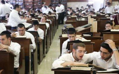 Des étudiants dans une yeshiva harédi (Crédit photo: Nati Shohat/Flash90)