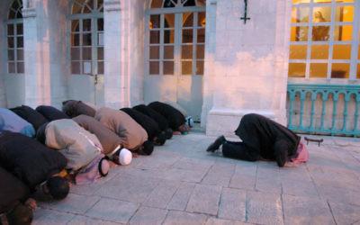 Photo illustrative montrant des musulmans lors de la prière. (Crédit : Yossi Zamir/Flash90)