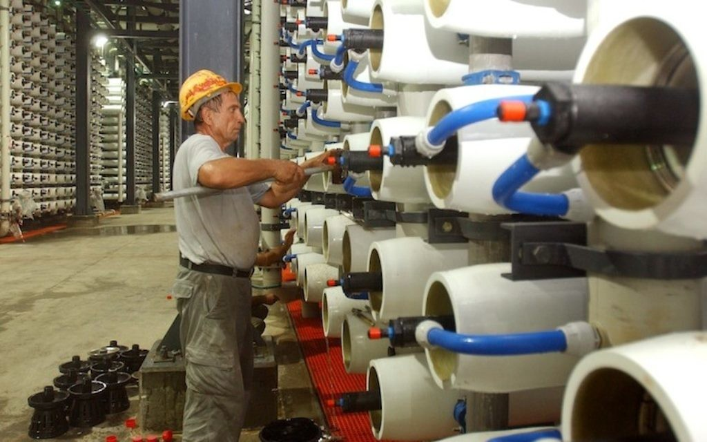Vue d'ensemble de la principale usine israélienne de désalinisation à Ashdod (Crédit : Edi Israel /Flash90)