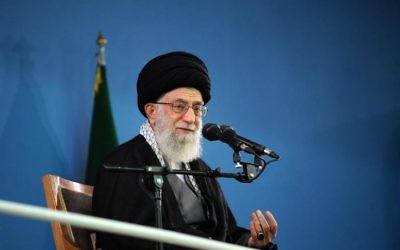 Ali Khamenei lors d'une réunion le 17 février 2014 à Téhéran (Crédit : Site officiel de Khamenei/AFP)