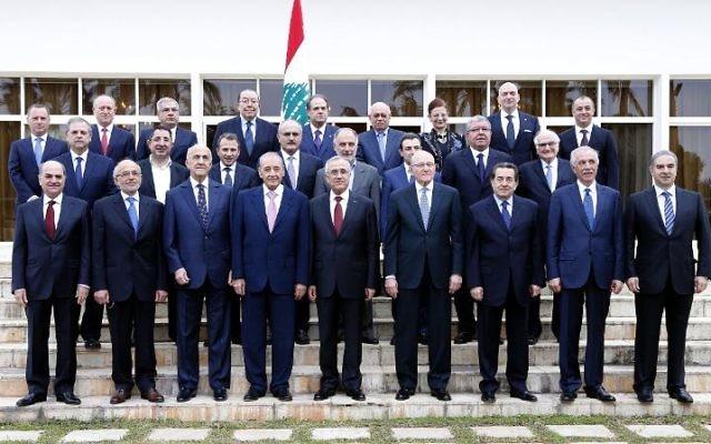 Le Liban s'est doté samedi d'un gouvernement de compromis réunissant les deux blocs rivaux, après un blocage de près d'un an exacerbé par le conflit en Syrie voisine qui divise profondément le pays (Crédit : Dalati et Nohra/AFP)