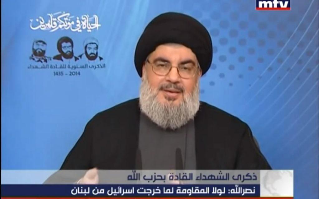 Le dirigeant du Hezbollah, Hassan Nasrallah, pendant son discours rendant hommage aux martyrs de son organisation terroriste, le 16 février 2014. (Crédit : capture d'écran YouTube/MTVLebanonNews)
