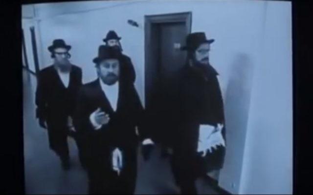 Photo d'illustration de rabbins sous couverture dans le film Snatch de Guy Ritchie (Capture d'écran : YouTube)