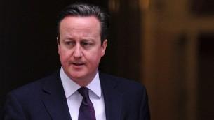 Le Premier ministre britannique, David Cameron, devant le 10 Downing Street à Londres, 27 février 2014 (Crédit : Carl Court/AFP)