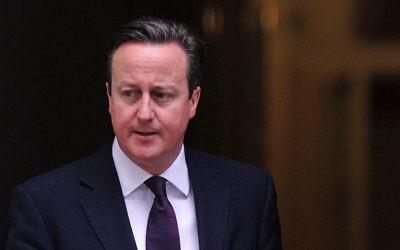 Le Premier ministre britannique, David Cameron, devant le 10 Downing Street à Londres, le 27 février 2014. (Crédit : Carl Court/AFP)