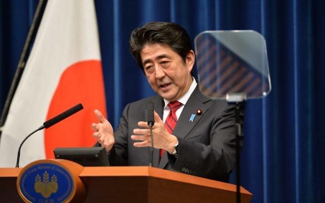 Le Premier ministre japonais Shinzo Abe, lors d'une conférence de presse à sa résidence officielle à Tokyo, le 20 mars 2014. (Crédit : Kazuhiro Nogi/AFP)
