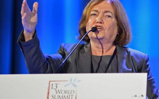 Mairead Corrigan Maguire, Prix Nobel de la paix 1976, lors d'un discours à Varsovie, Pologne, en octobre 2013 (Crédit : AFP /Janek Skarzynski)