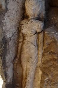 Une statue de 3500 montre la fille du pharaon Amenhotep III dans un tombeau à Louxor (Crédit : Conseil suprême des antiquités d'Egypte/AFP)