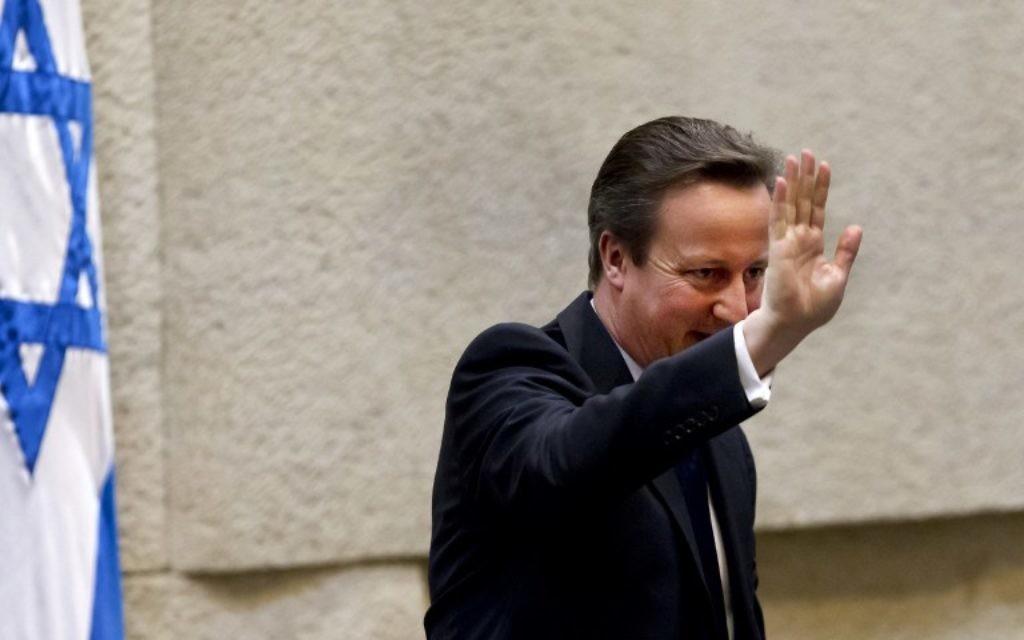 Le Premier ministre britannique après son discours à la Knesset, le 12 mars  2014. (Crédit : AFP/ Jim Hollander/Pool)