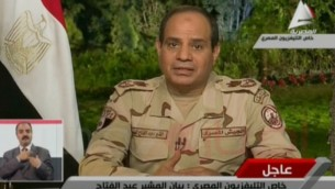 Le ministre égyptien de la Défense et chef des forces armées, le général Abdul Fatah Al-Sissi, le 26 mars 2014 (Crédit : capture d'écran Al-MasriyaTV/AFP)
