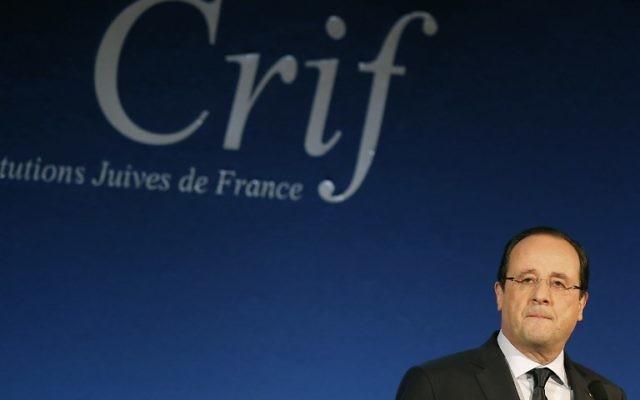 Le président François Hollande prononce un discours au dîner annuel du Crif, le 4 mars 2014 (Crédit : AFP Photo/Pool/Michel Euler)