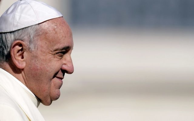 Le pape François Ier lors de son audience hebdomadaire sur la place Saint Pierre au Vatican, le 5 mars 2014 (Crédit : Andreas Solaro/AFP)