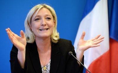 La présidente du parti d'extrême droite le Front National, Marine Le Pen, lors d'une conférence de presse, le 25 mars 2014 (Crédit : Pierre Andrieu/AFP Photo)