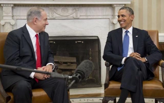 Le Premier ministre israélien Benjamin Netanyahu en compagnie du président américain Barack Obama, lors de sa visite à la Maison Blanche, le 4 mars 2014 (Crédit : Saul Loeb/AFP)