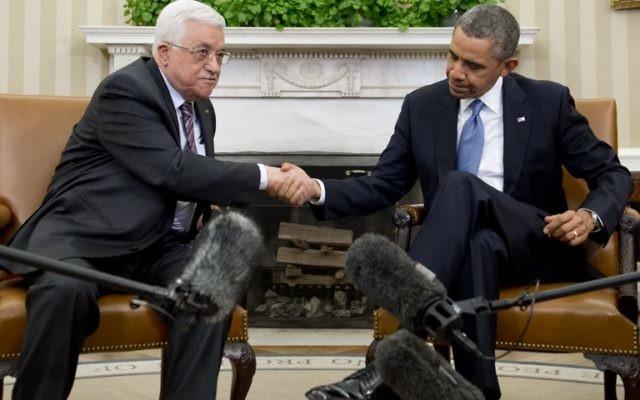 Le président américain Barack Obama et le président de l'Autorité palestinienne Mahmoud Abbas à Washington. (Crédit : Saul Loeb/AFP)