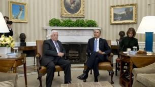 Le président américain Barack Obama et le président de l'Autorité palestinienne Mahmoud Abbas en réunion à la Maison Blanche à Washington (Crédit : AFP PHOTO/Saul Loeb)