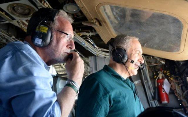 """Le Premier ministre Bejamin Netanyahu avec le producteur Peter Greenberg, lors de leur """"Visite Royale"""" d'Israël. (Crédit : Avi Ohayon/Bureau de presse du gouvernement)"""