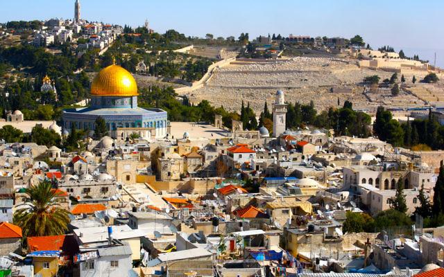 Vue sur la Vieille Ville de Jérusalem (Crédit : CC BY Kyle Taylor/Flickr)