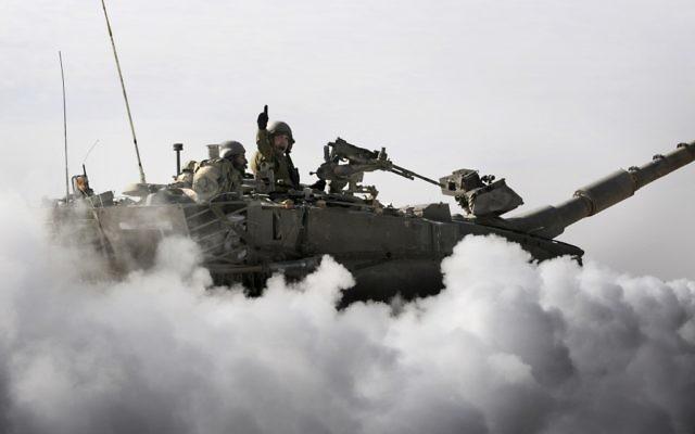 Un tank Merkava participe à un exercice pour les réservistes, en 2011 (Crédit : Ori Shifrin/Unité porte-parole de l'armée israélienne)