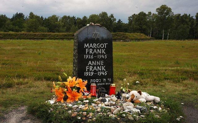 Monument à la mémoire d'Anne Frank, Bergen Belsen, Allemagne, 2009 (Crédit : CC BY Paal Sørensen/Wikimedia Commons)