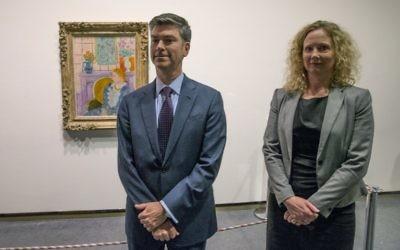Tone Hansen (à droite) et Christopher A Marinello (à gauche) au musée norvégien (Crédit : AFP)