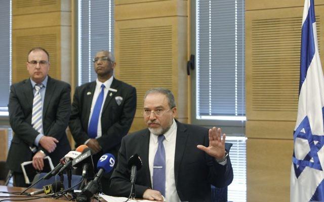 Avigdor Liberman s'adressant à la Knesset - 25 mars 2014 (Crédit : Miriam Alster/Flash 90)
