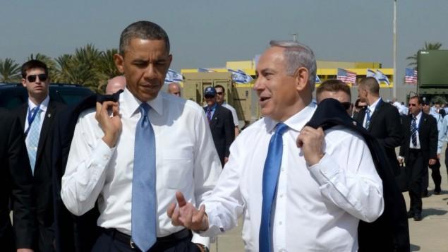 Le Premier ministre Benjamin Netanyahu et le président américain Barack Obama à l'aéroport Ben Gurion, en mars 2013. (Crédit : Avi Ohayon/GPO/Flash90)
