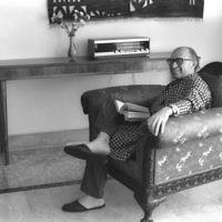 Menachem Begin chez lui. (Crédit : Bureau de Presse du Gouvernement)