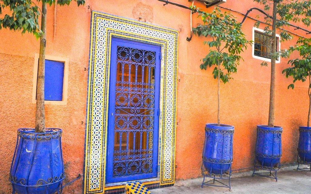 Le mellah, à Marrakech, est souvent appelé la ville rouge  (Crédit : Michal Schmulovich/Times of Israel)