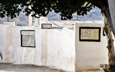 Il y a plus de saints juifs et de rabbins célèbres au enterrés au cimetière juif de Fès que dans tout autre cimetière juif au Maroc (Crédit : Michal Schmulovich/Times of Israel)