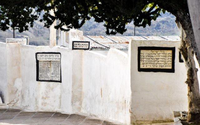 Le cimetière juif de Fès, qui compte de nombreux rabbins éminents, plus que tout autre cimetière juif du Maroc. (Crédit photo : Michal Schmulovich/Times of Israël)
