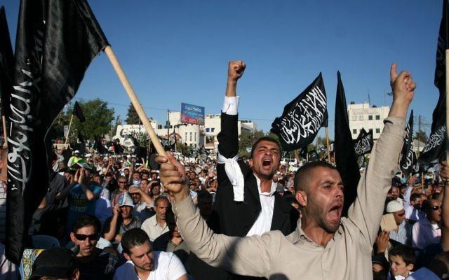 Des supporters de Hizb ut-Tahir à Ramallah (Crédit : Issam Rimawi/Flash 90)