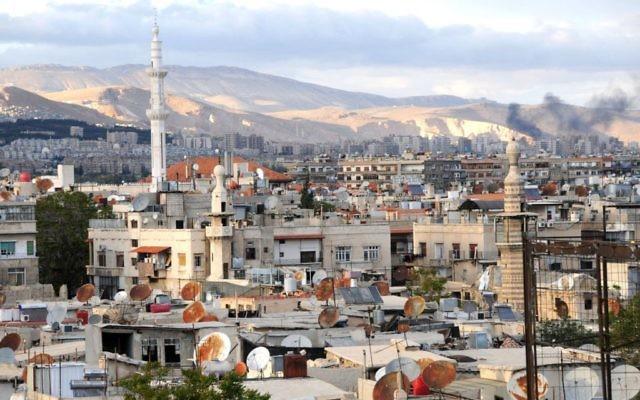 Vue sur Damas, la capitale syrienne, en avril 2011 (Crédit : CC BY anjči/Wikimedia Commons)