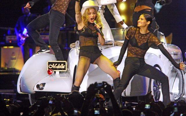 Madonna en concert à Tel Aviv en 2009 (Crédit : Amir Meiri/Flash90)
