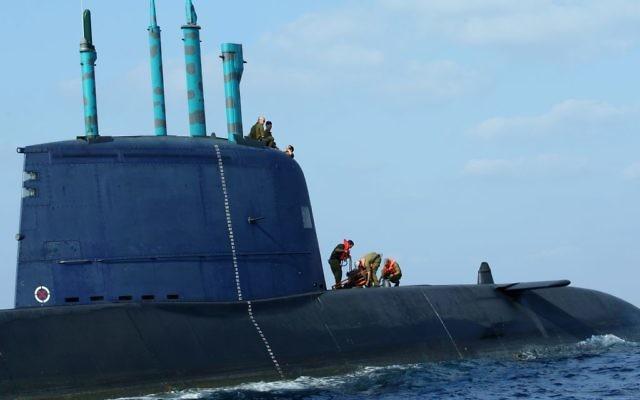Un sous-marin israélien au large des cotes de Haïfa, septembre 2009 (Crédit : Moshe Shai/FLASH90)