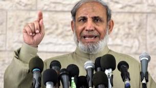 Le haut responsable du Hamas Mahmoud Al-Zahar à Gaza, février 2010 (Crédit : Abed Rahim Khatib / Flash 90)