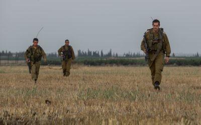 Des soldats d'infanterie israéliens lors d'un exercice près de la frontière syrienne, sur le plateau du Golan, dans le nord d'Israël. Illustration. (Crédit : Flash90)