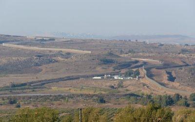 La frontière israélo-syrienne, vue du côté israélien, au Plateau du Golan (Crédit : Gili Yaari/Fllash 90)