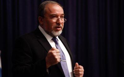 Avigdor Liberman, le 5 janvier 2014, à Jérusalem (Crédit : Flash 90)