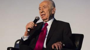 Le président israélien Shimon Peres, lors d'une conférence à Jérusalem, le 15 janvier 2014 (Crédit : Flash 90)