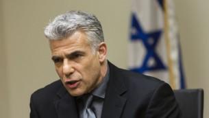 Le ministre des Finances et président du parti Yesh Atid, Yair Lapid, lors de la réunion de faction du parti, à la Knesset, le 11 mars 2014 (Crédit : Flash 90)